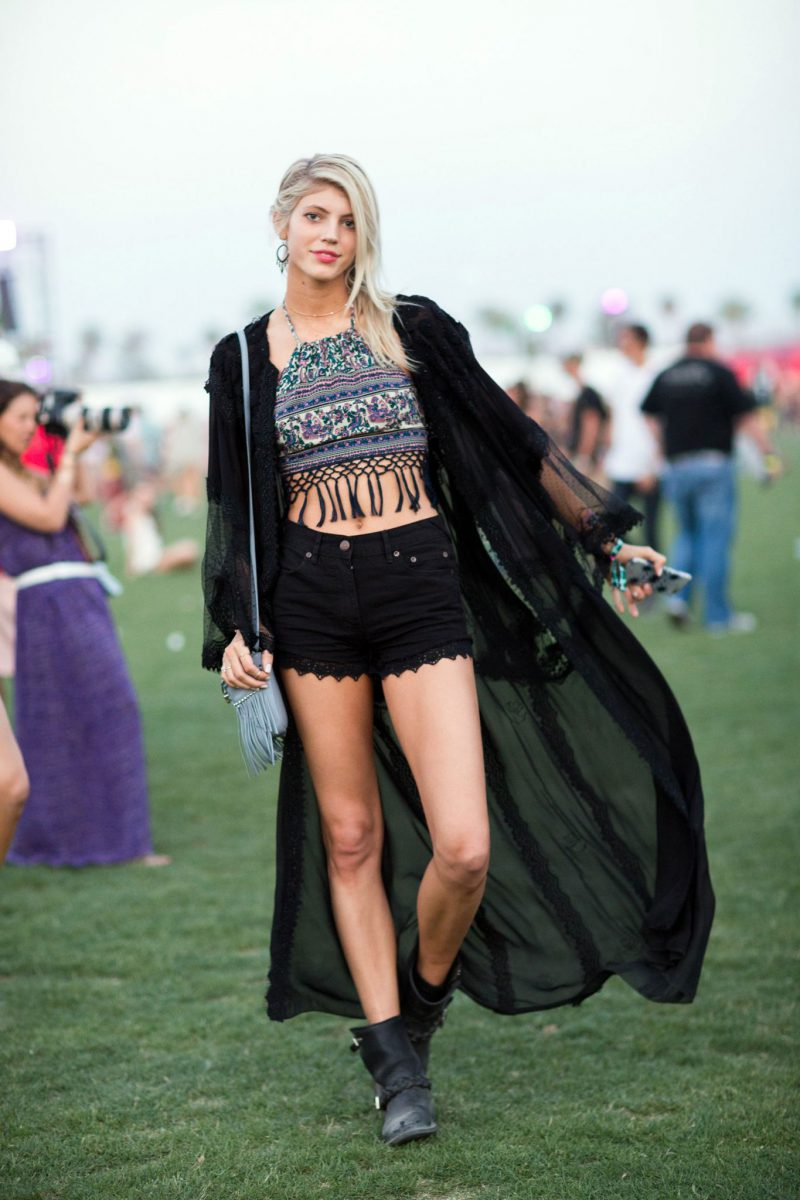2018Coachella Outfit Ideas For Women Street Style To Copy (2)