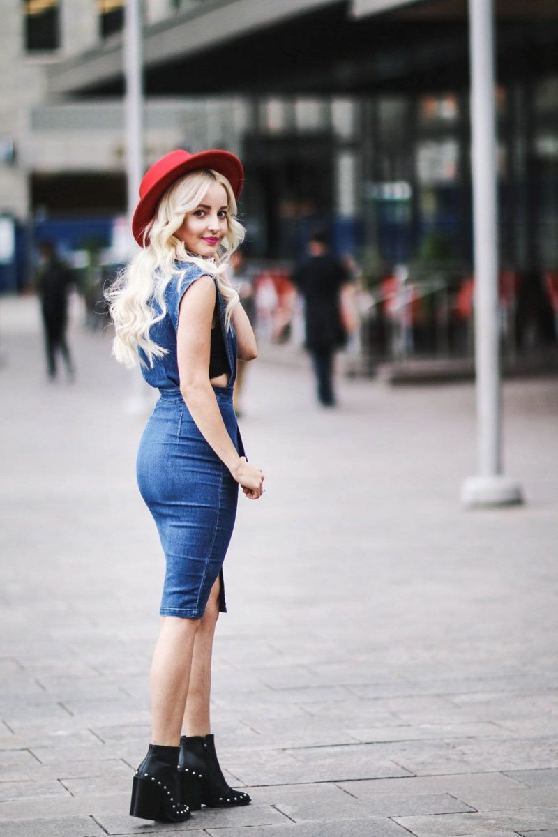 How To Wear Blue Dresses Simple Tricks And Style Tips (13)