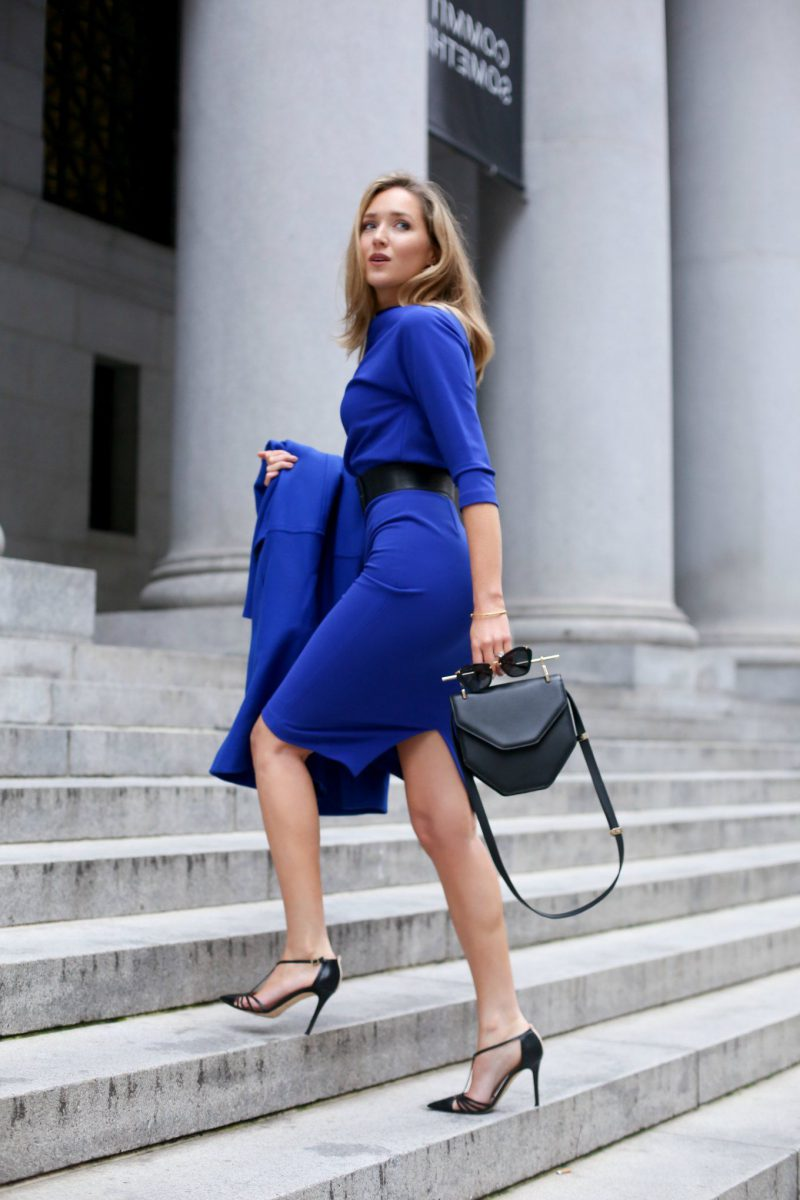 How To Wear Blue Dresses Simple Tricks And Style Tips (19)