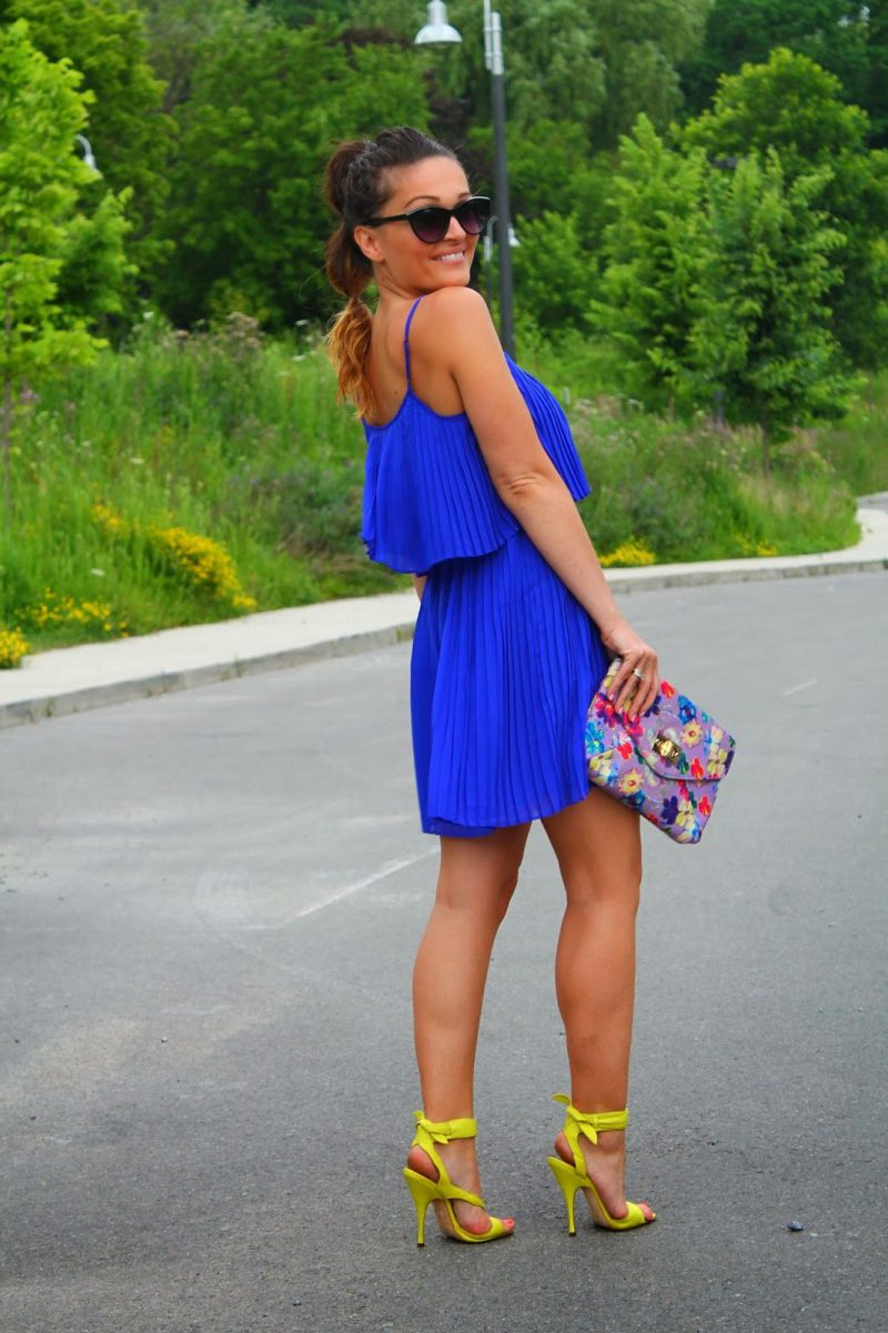 How To Wear Blue Dresses Simple Tricks And Style Tips (25)