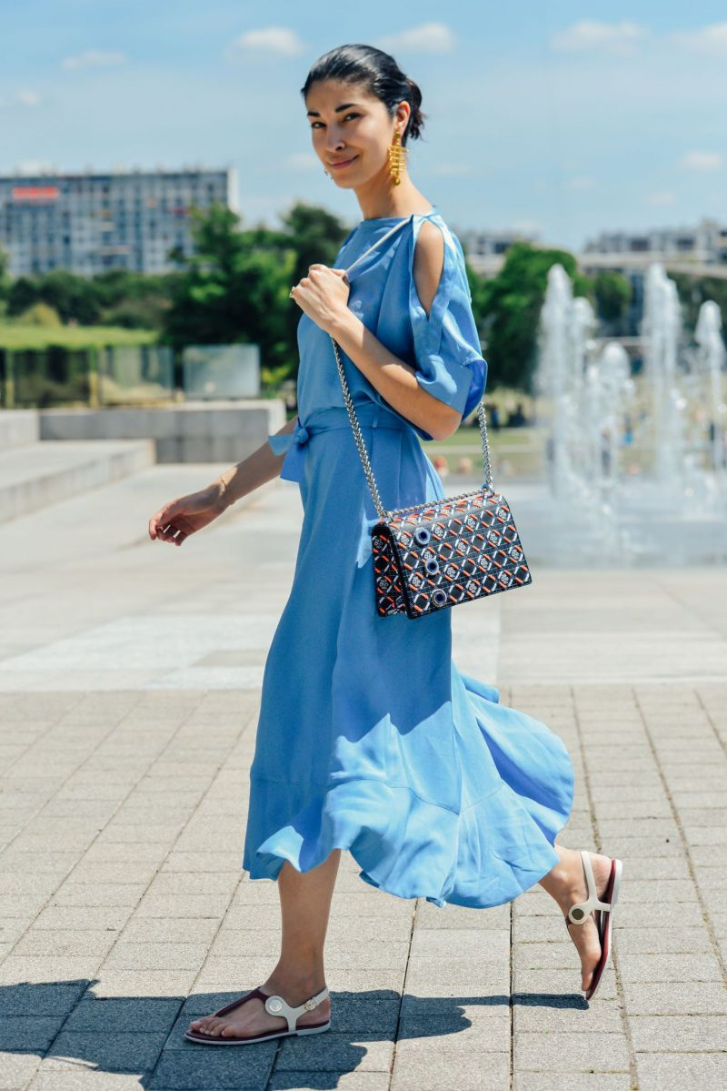How To Wear Blue Dresses Simple Tricks And Style Tips (3)