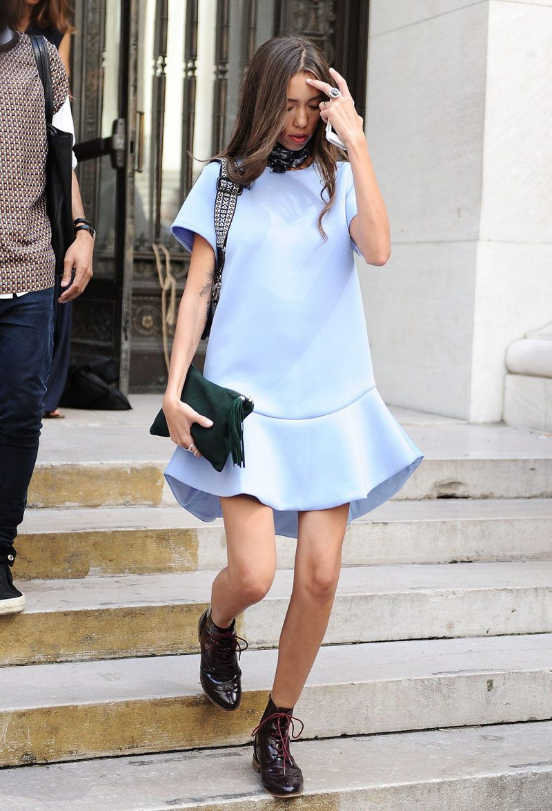 How To Wear Blue Dresses Simple Tricks And Style Tips (30)