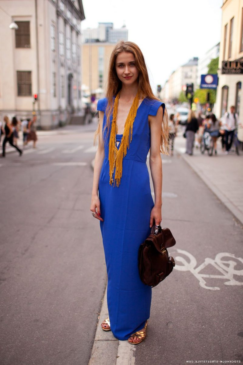 How To Wear Blue Dresses Simple Tricks And Style Tips (7)