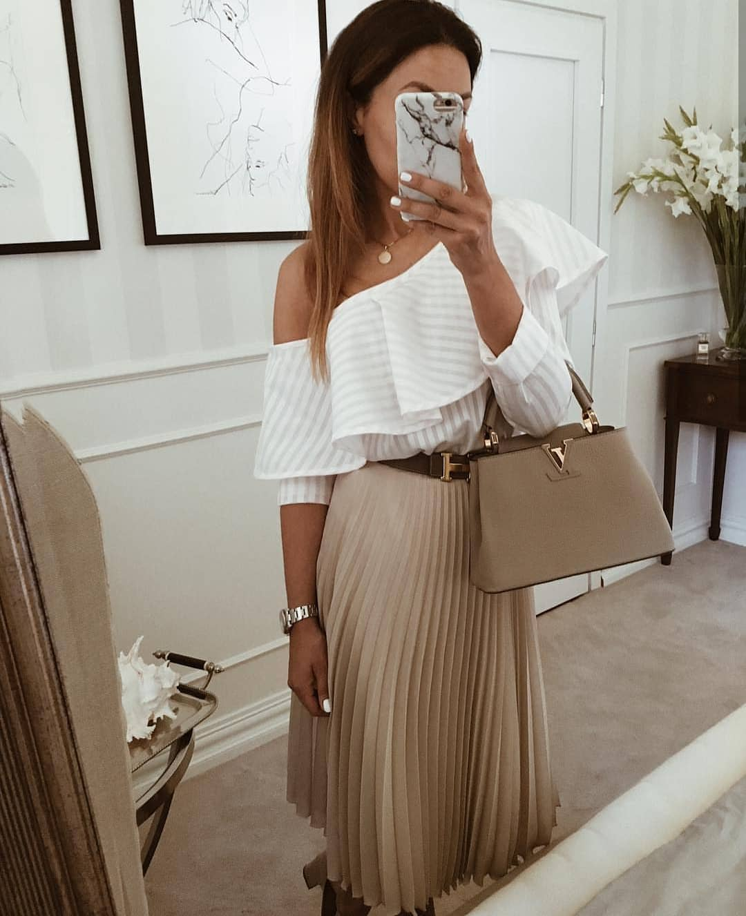 Can You Wear Drop Shoulder Ruffled White Blouse With Knife Pleated Skirt 2019