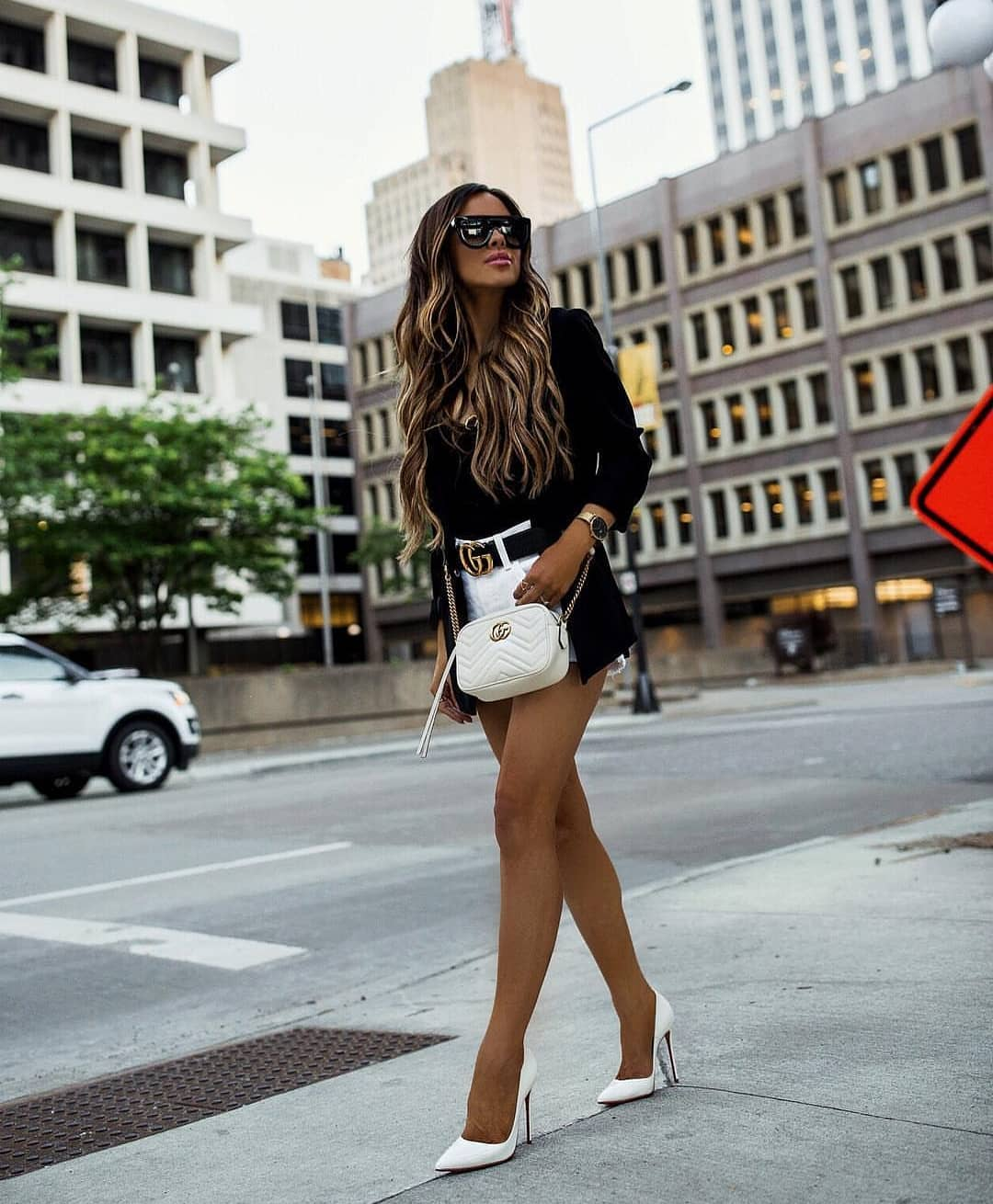 How To Wear Black Blazer With White Shorts And White Heels This Summer 2019