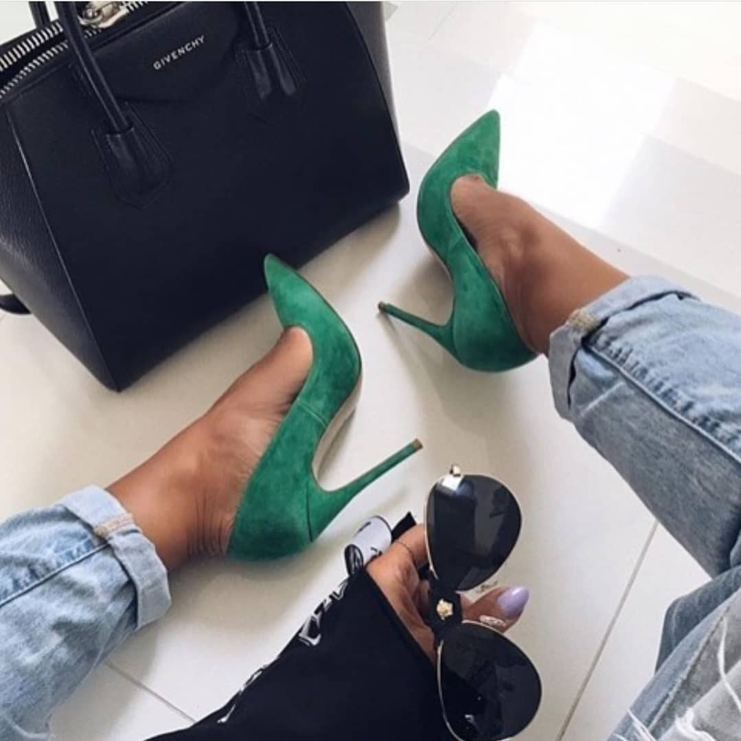 How To Wear Green Suede Pumps This Spring 2020