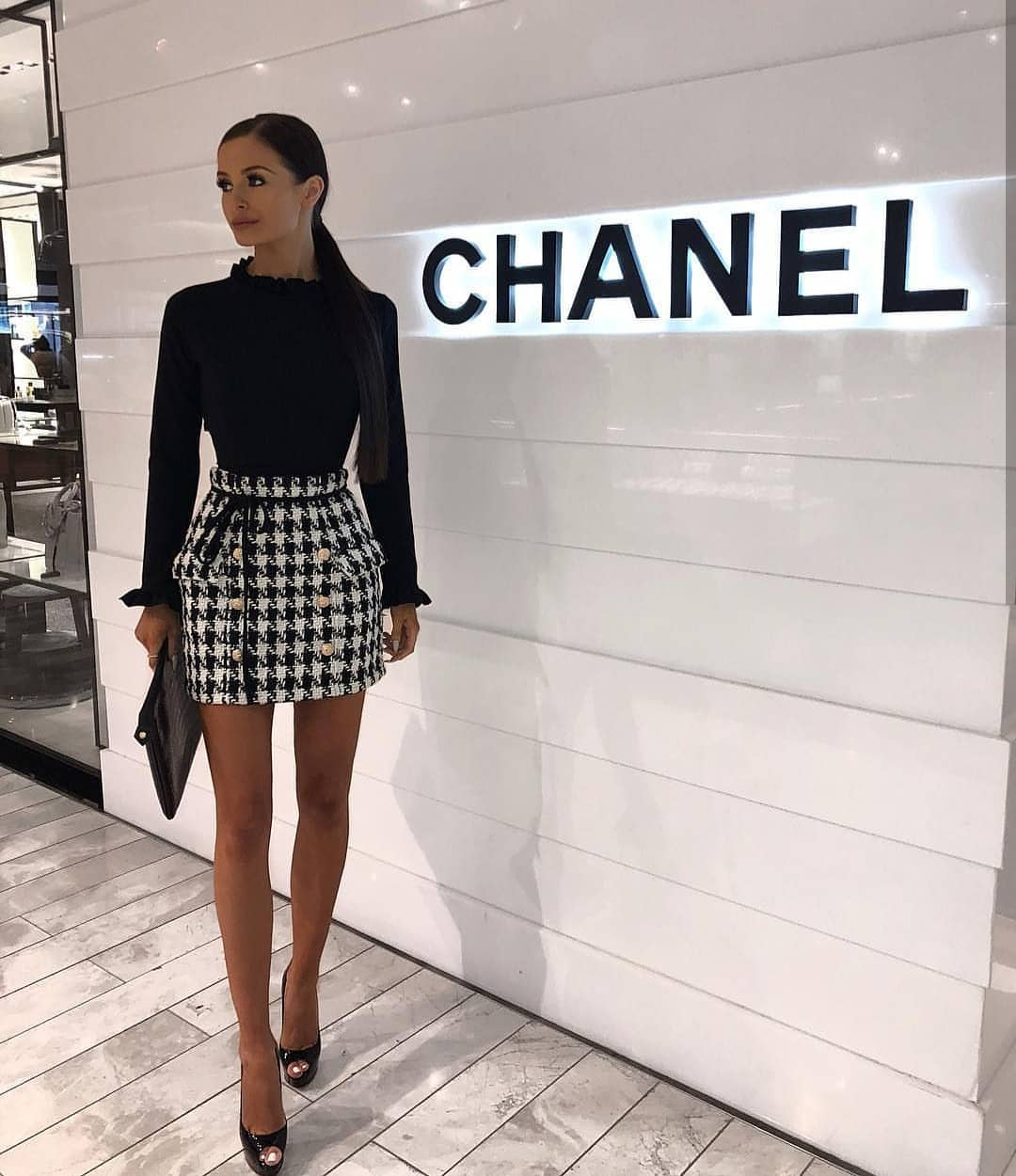 Black Blouse And Houndstooth Print Mini Skirt Monochrome Outfit For Spring 2019