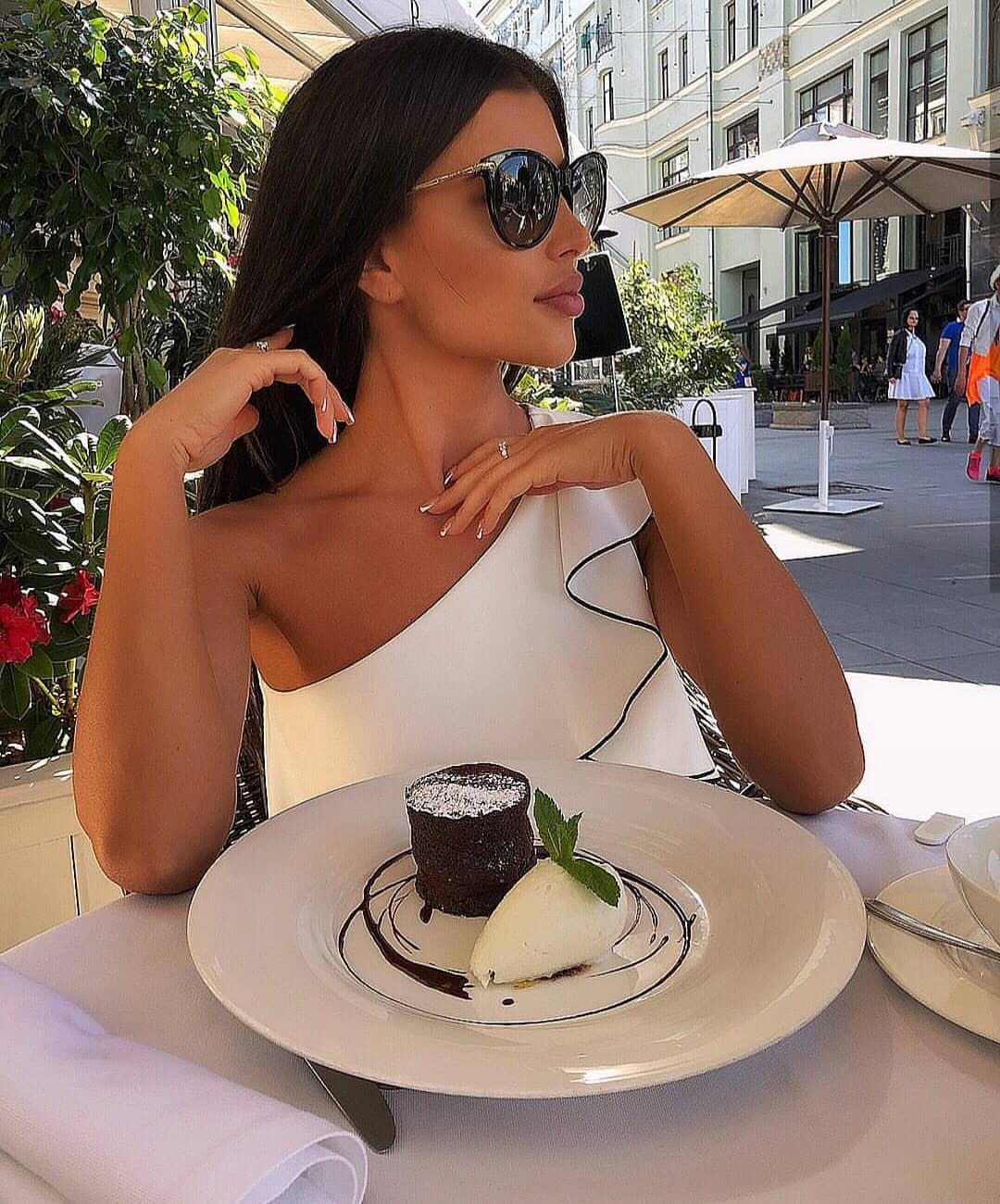 Italian Woman Style Look For Summer: One Shoulder Ruffle White Dress 2019