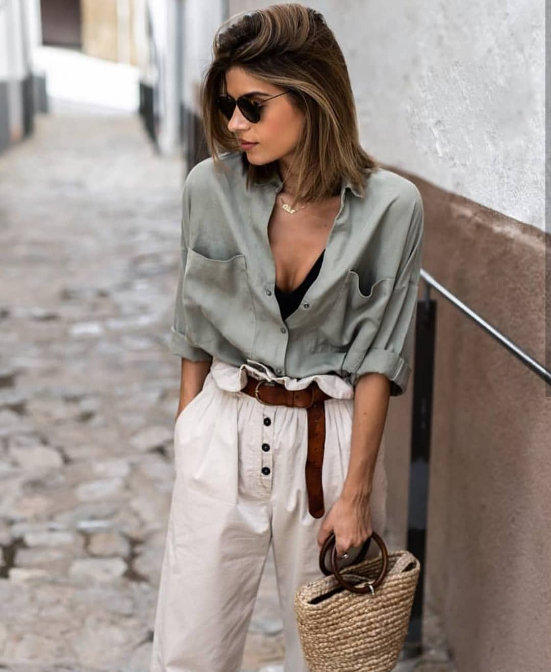 Khaki Silk Shirt And Gathered White Pants: Safari City Look For Summer 2020