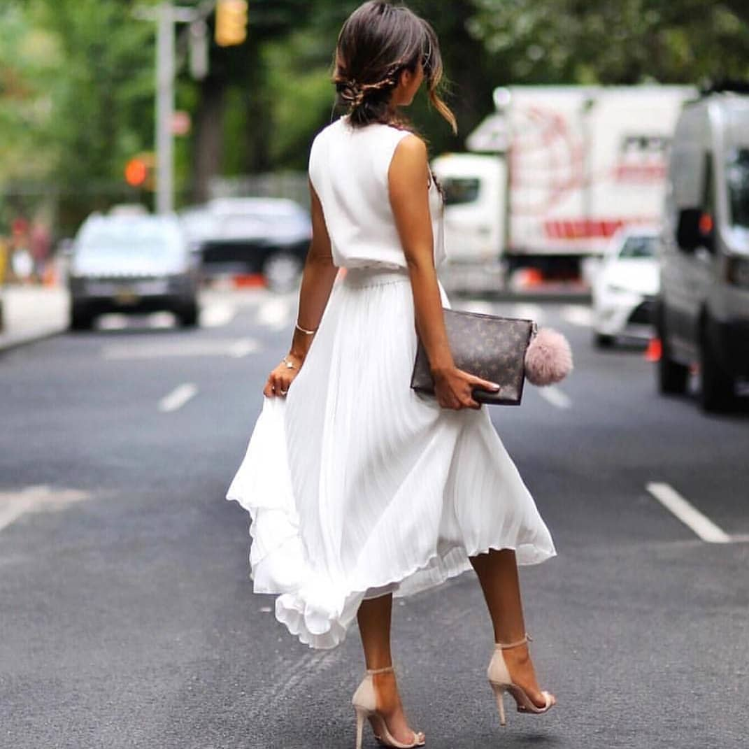 All White Summer Look: Sleeveless Blouses And Knife-Pleated Midi Skirt 2020