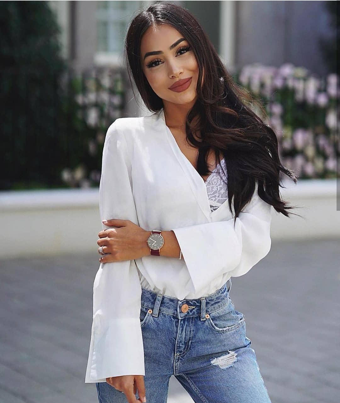 White Shirt With Bell Sleeves And Blue Jeans For Summer 2019