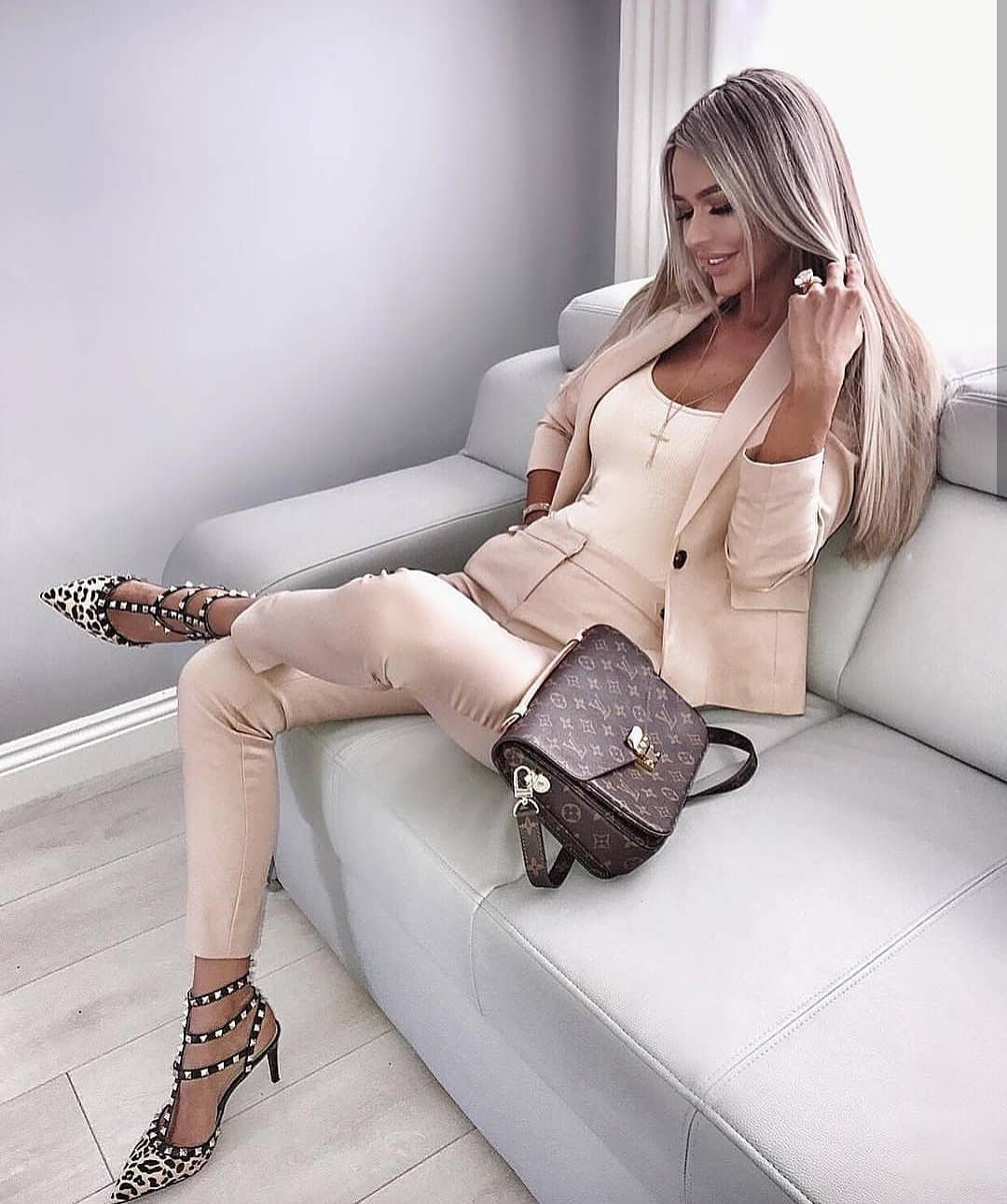 Pastel Pantsuit In Slim Fit For Young Women To Wear This Summer 2021