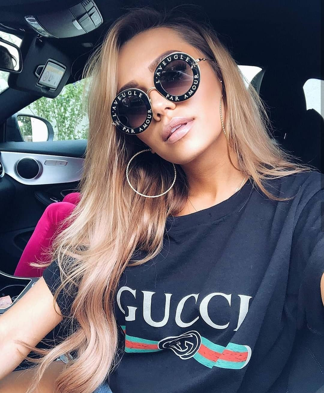 Black T-Shirt And Oversized Rounded Sunglasses For Summer Road Trips 2019