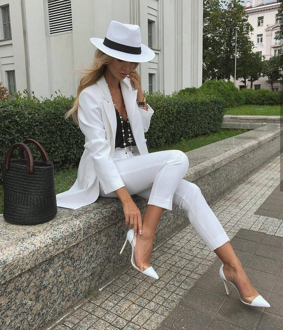 All White Pantsuit For Summer: Panama Hat, Pointy Heels And Black Straw Bucket Bag 2020