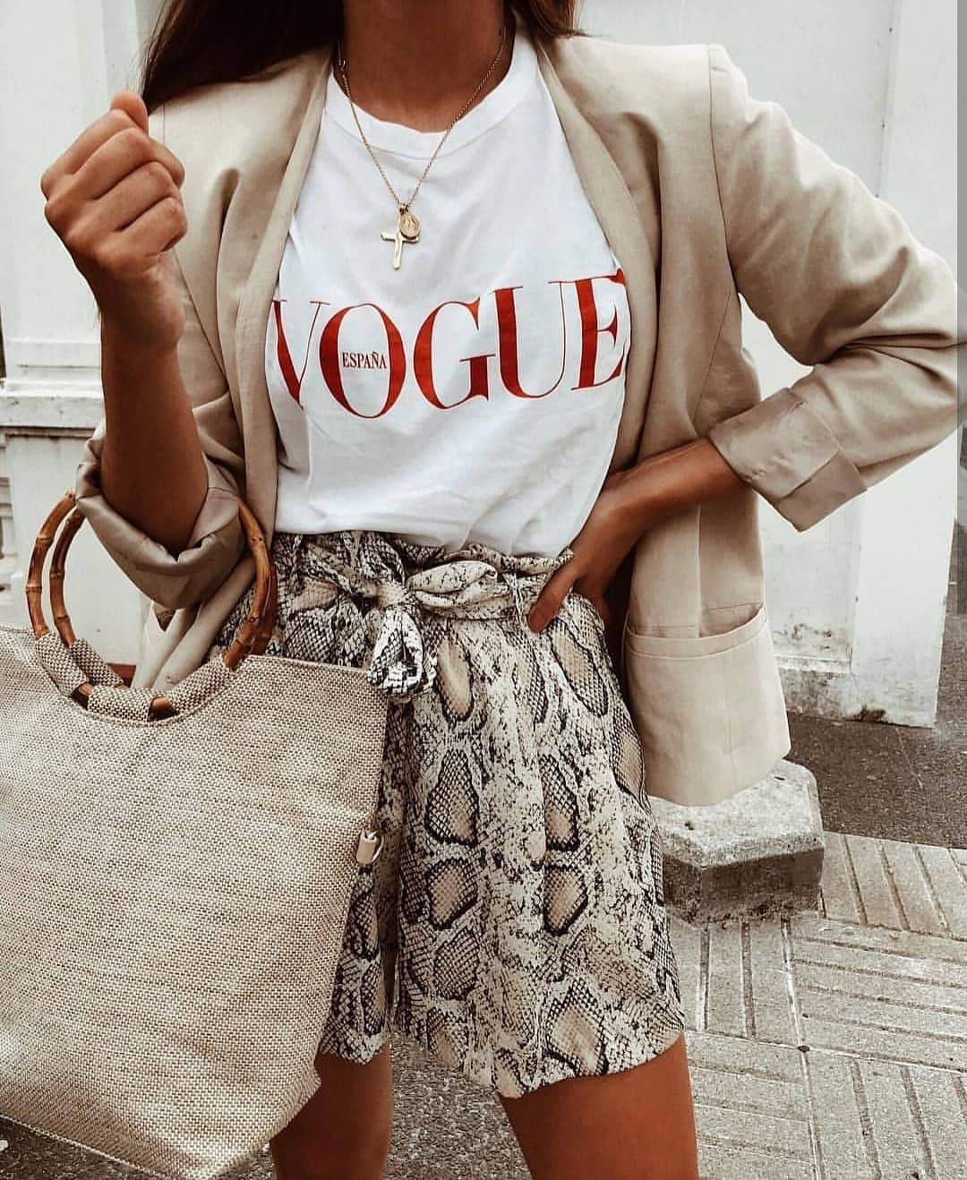 How To Wear Snake Print Gathered Shorts With White Tee And Cream Blazer 2020
