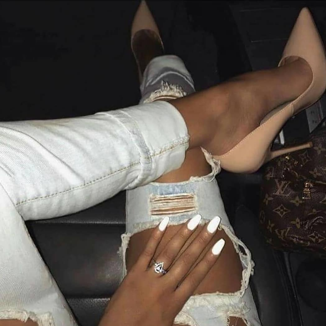Blush Pointed-Toe Heeled Pumps And Ripped White Jeans For Summer 2020
