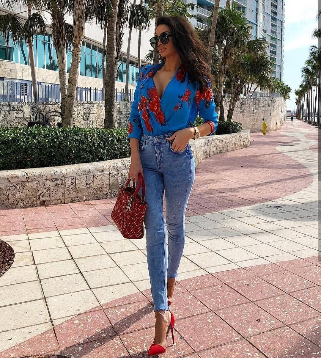 Blue Wrap Blouse In Red Florals With Skinny Jeans And Red Heels For Summer 2020