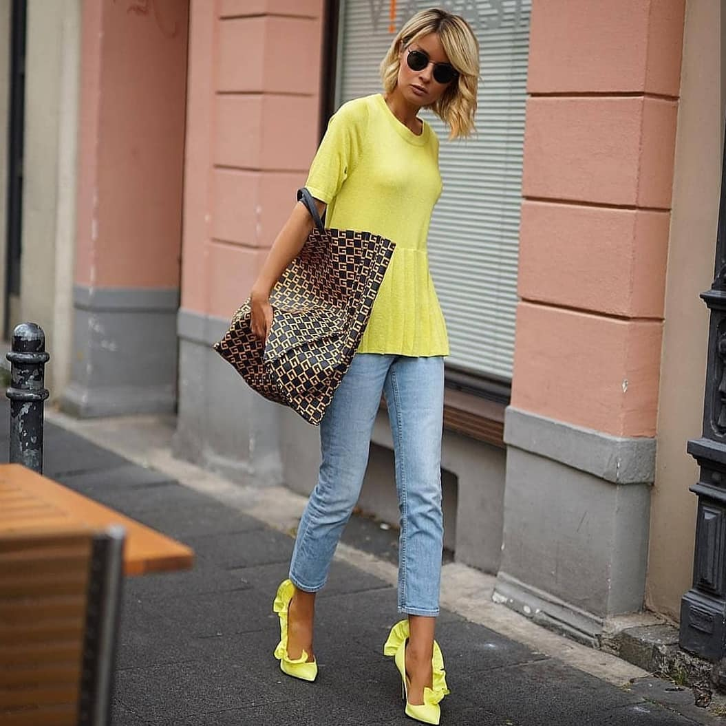 Neon Yellow Tunic Top With Blue Jeans And Neon Yellow Pumps For Casual Summer 2019