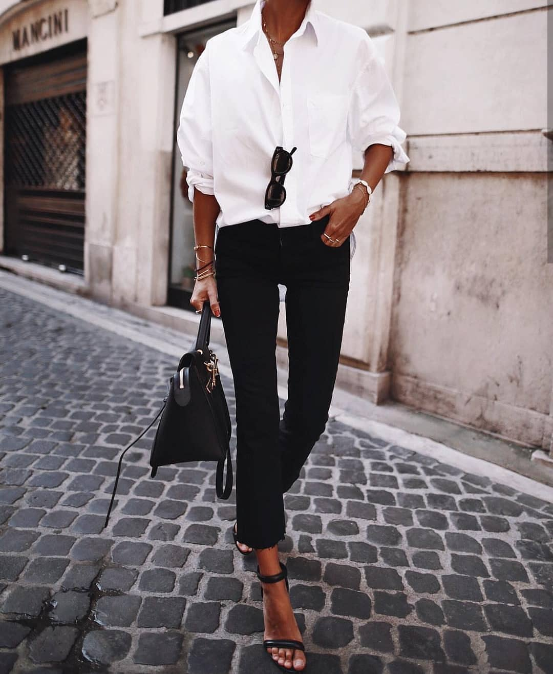 White Shirt And Black Jeans: Classic Essentials For Summer 2019