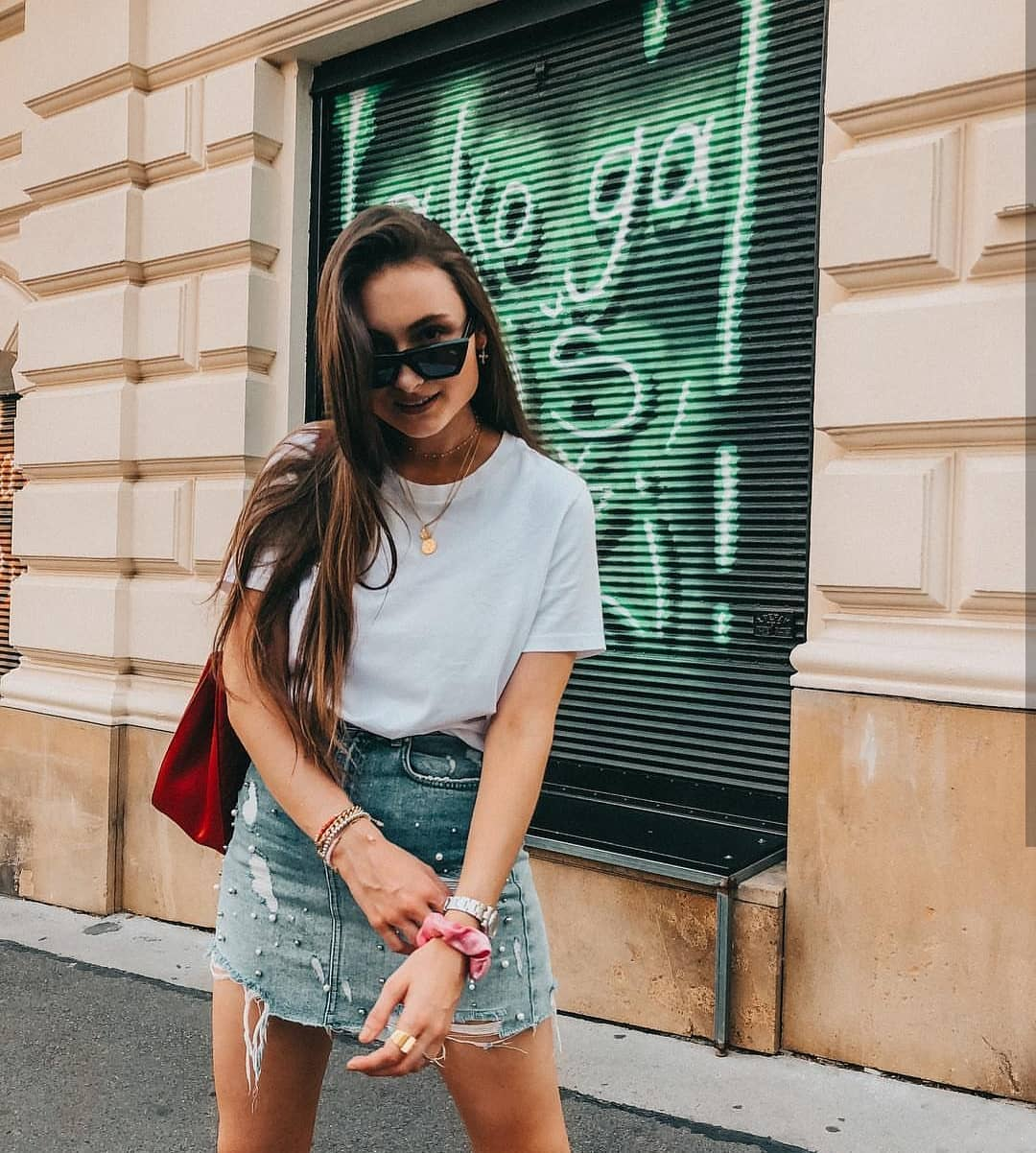 How To Wear Ripped Denim Skirt With White Pearls For Summer 2020