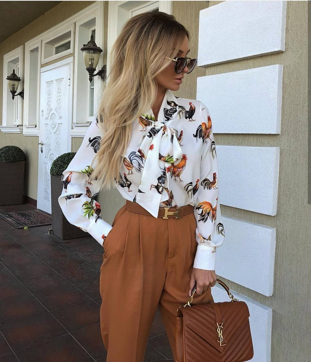 Friday Spring Office Style: White Neck Tie Blouse And Brown Gathered Pants 2019