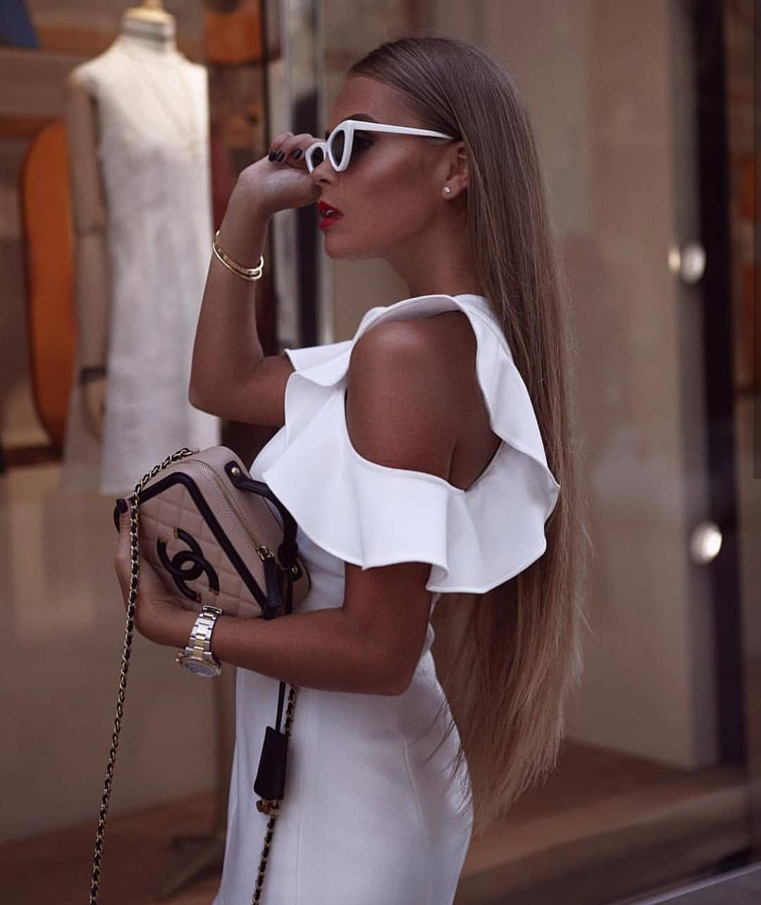 Sleeveless Cold Shoulder Slim Dress In White For Summer Parties 2019