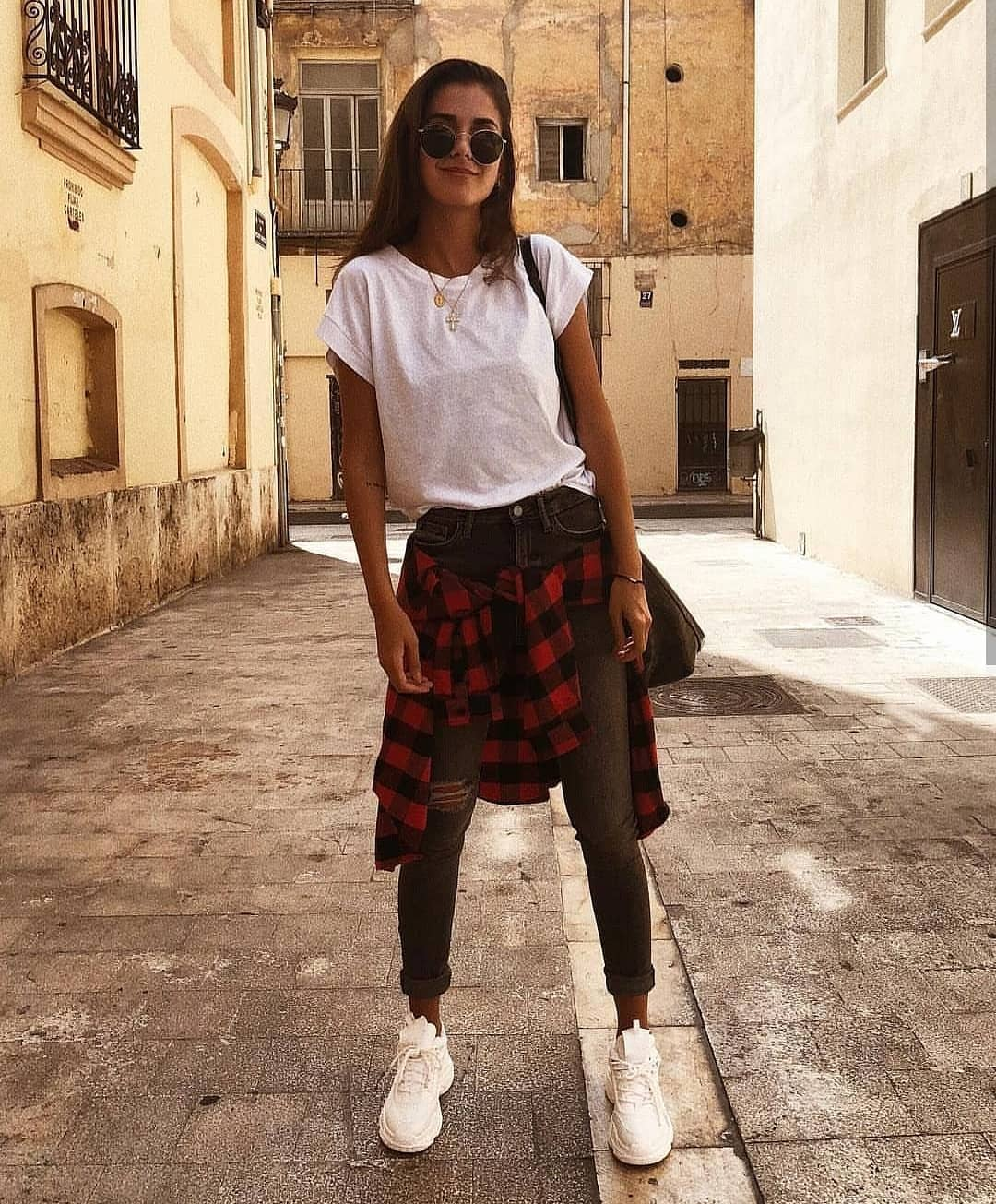 White Tee, Plaid Shirt, Skinny Jeans And White Kicks: Summer Modern Grunge 2019