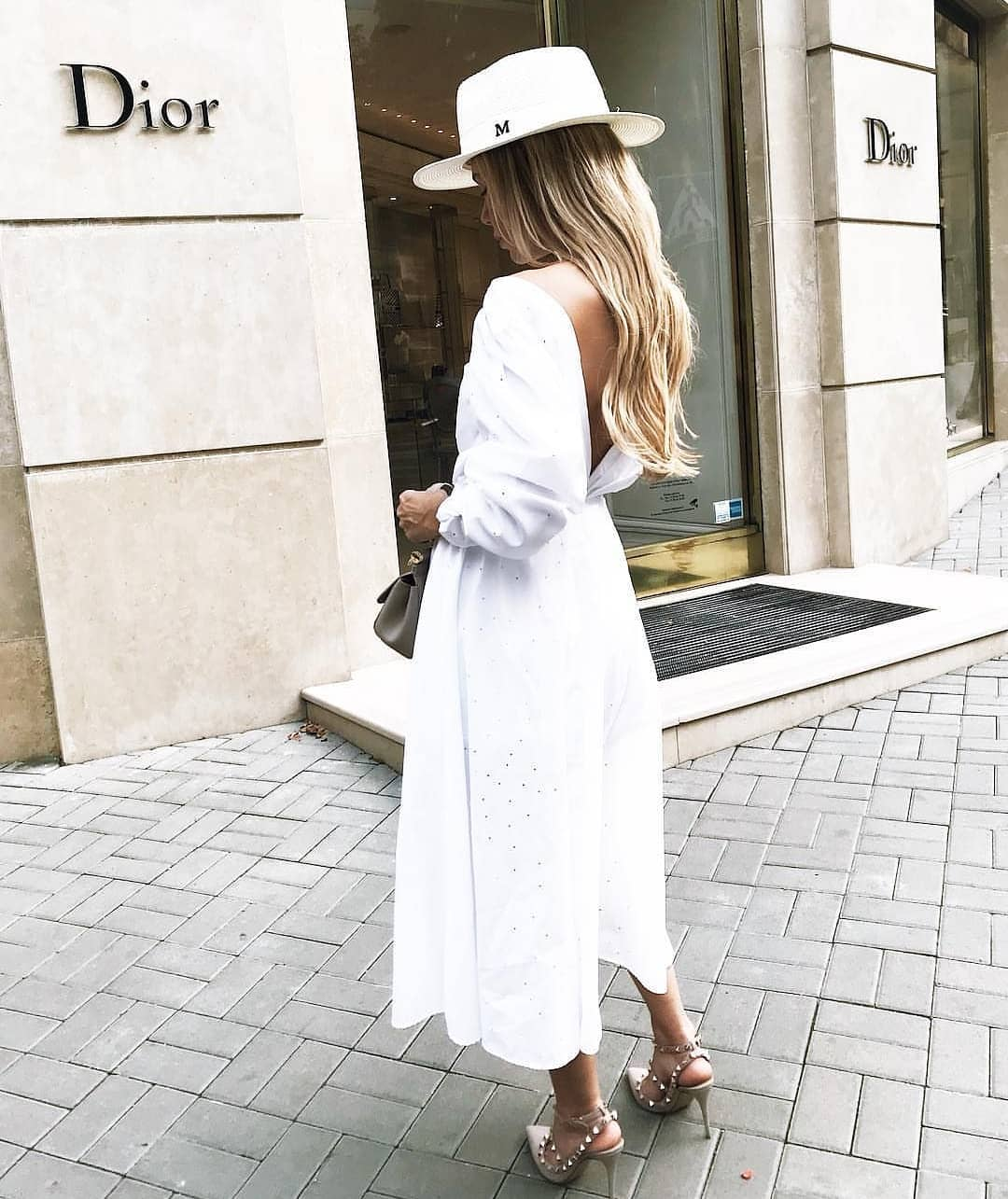 Midi Dress With Open Back And Cool Fedora Hat: All White Summer Look 2020