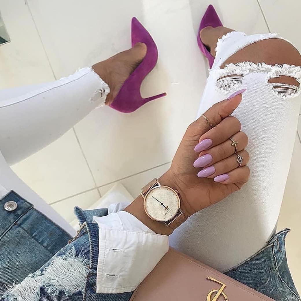 Purple Heels And White Ripped Jeans Combo For Summer 2019