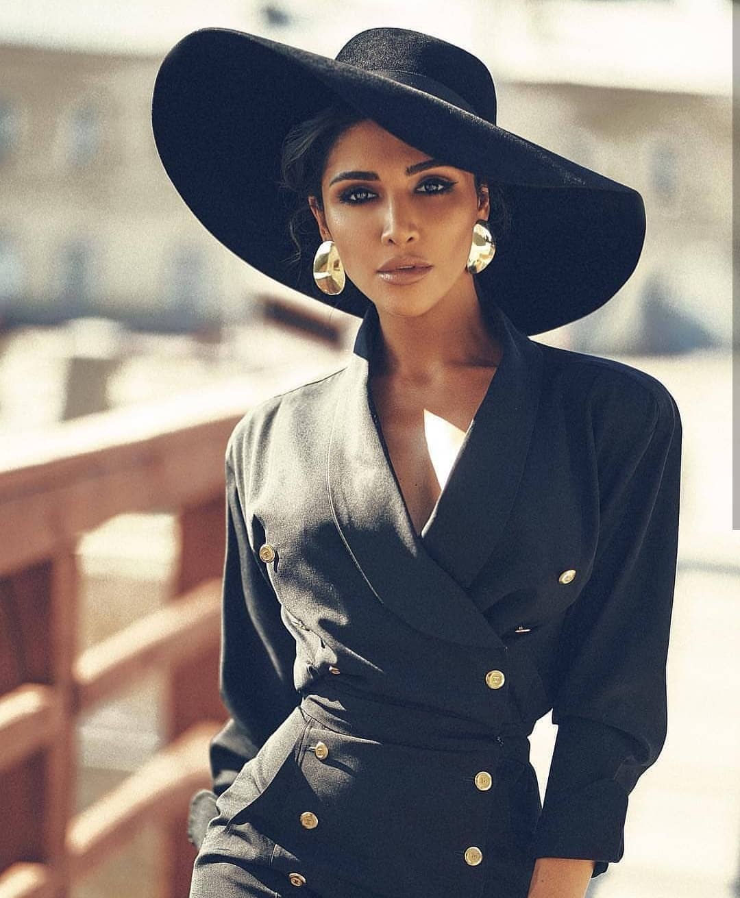 Blazer Dress And Wide Brim Hat: All Black Outfit Idea For Spring 2020