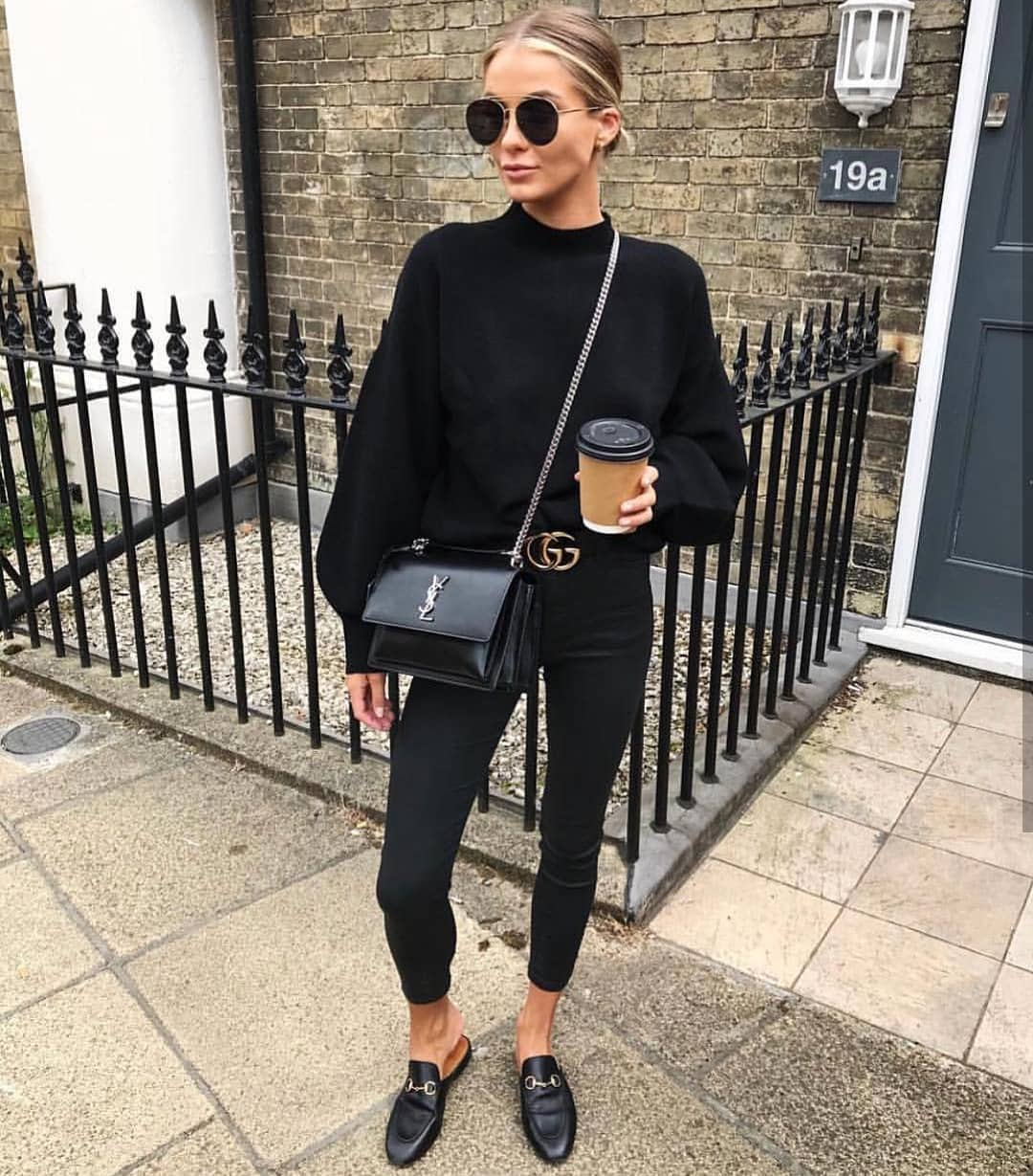 Oversized Sweater With Skinny Jeans And Loafers: All Black Outfit Idea For Fall 2020