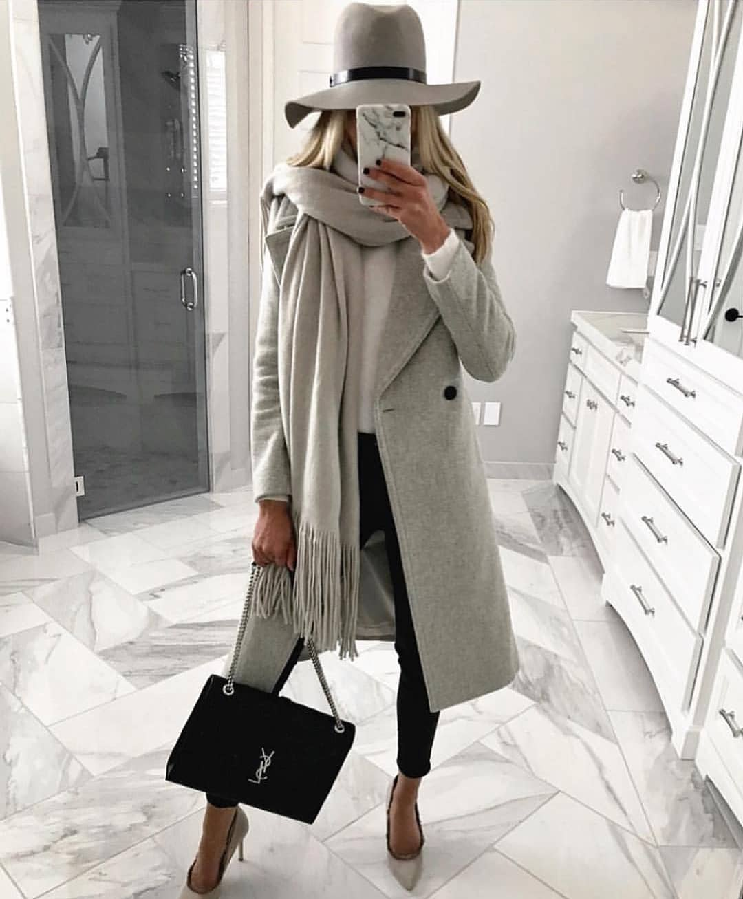 Classic Fall Look: Grey Fedora, Grey Scarf, Grey Coat And Black Skinnies 2019