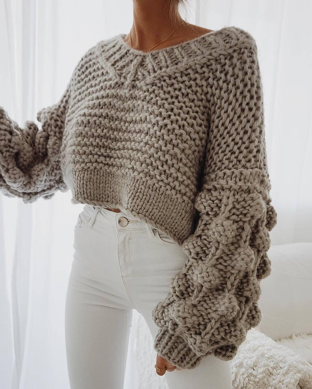 Cream-Grey Bulky Crop Sweater And White Skinny Jeans For Fall 2020