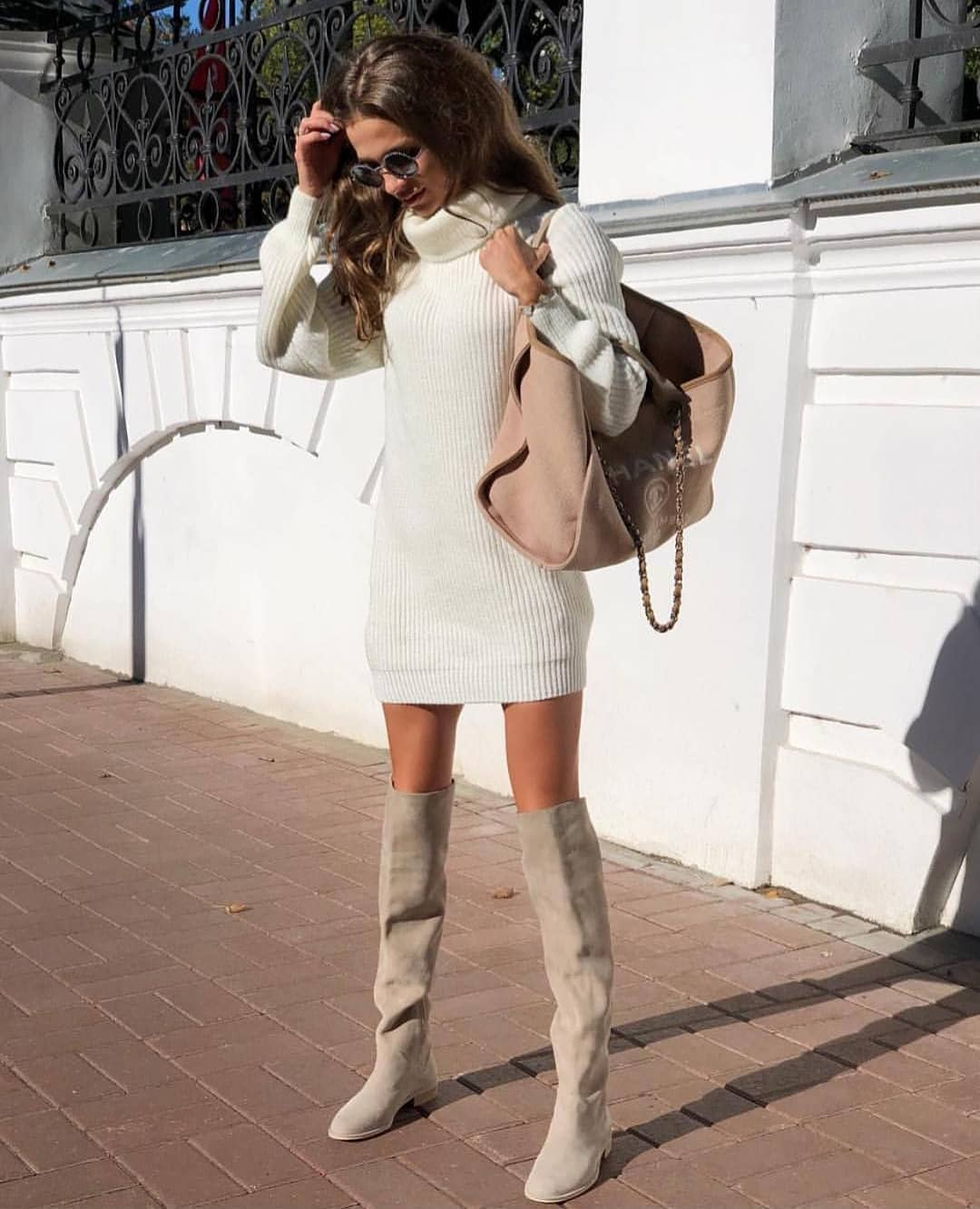 What Shoes To Wear With Knitted White Turtleneck Dress 2019