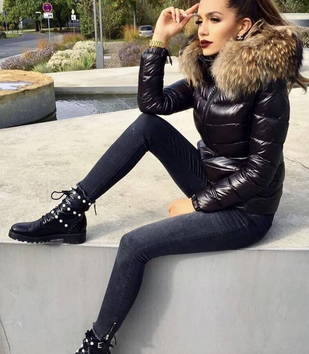 Black Puffer Jacket With Fur Collar And Skinny Jeans With Pearled Ankle Boots 2021