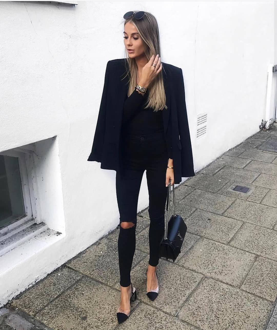 Black Blazer With Black Skinny Jeans: All In Black Outfit Idea For Spring 2020