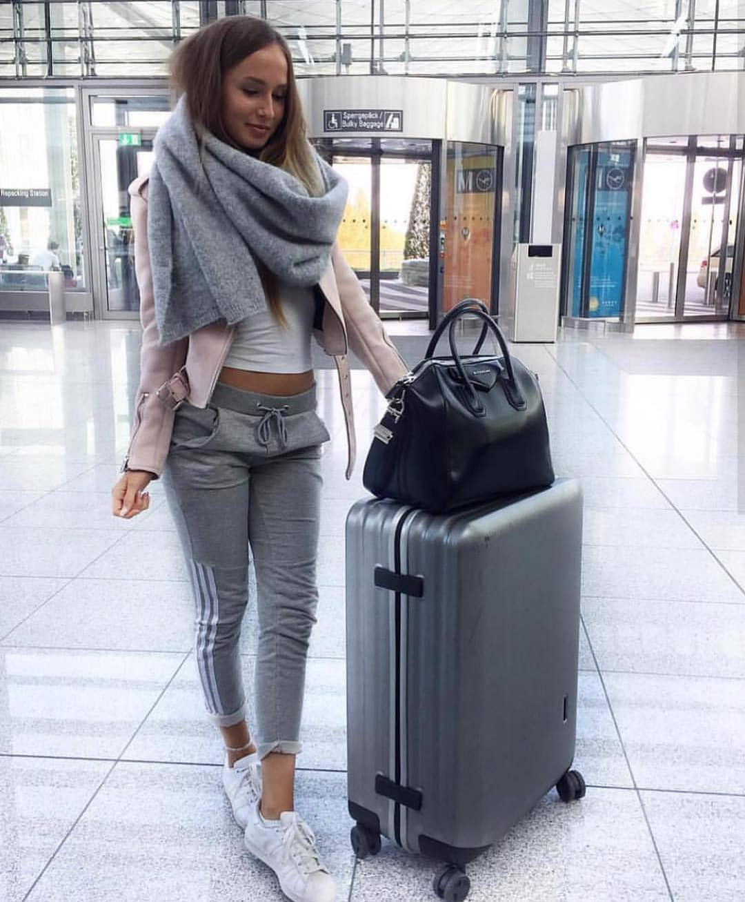 Airport Outfit Ideas: Oversized Scarf, Blush Leather Jacket, And Grey Joggers 2020