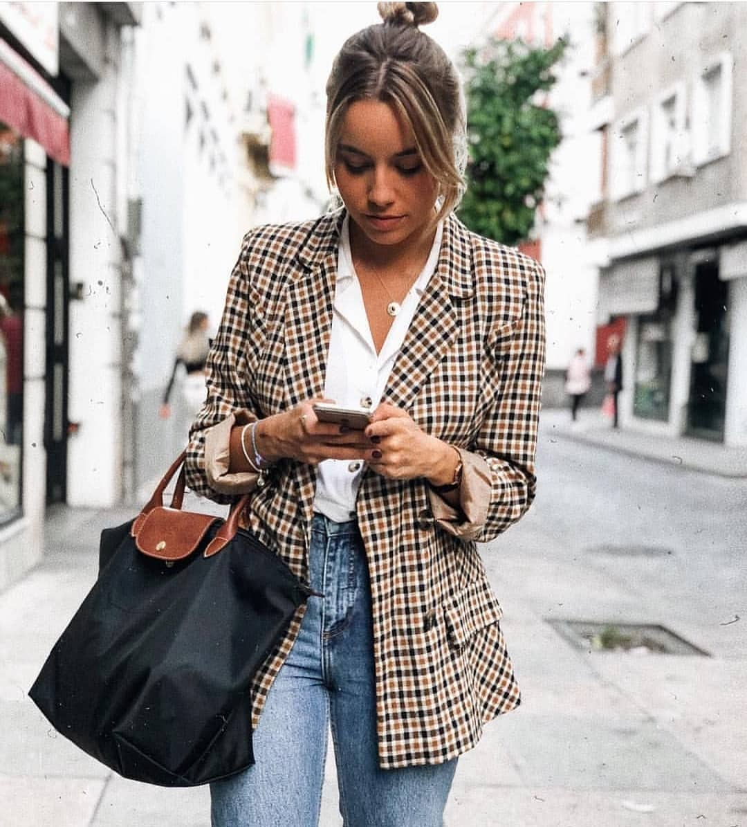 Simple Street Style Look: Plaid Blazer With White Shirt And Blue Jeans 2020